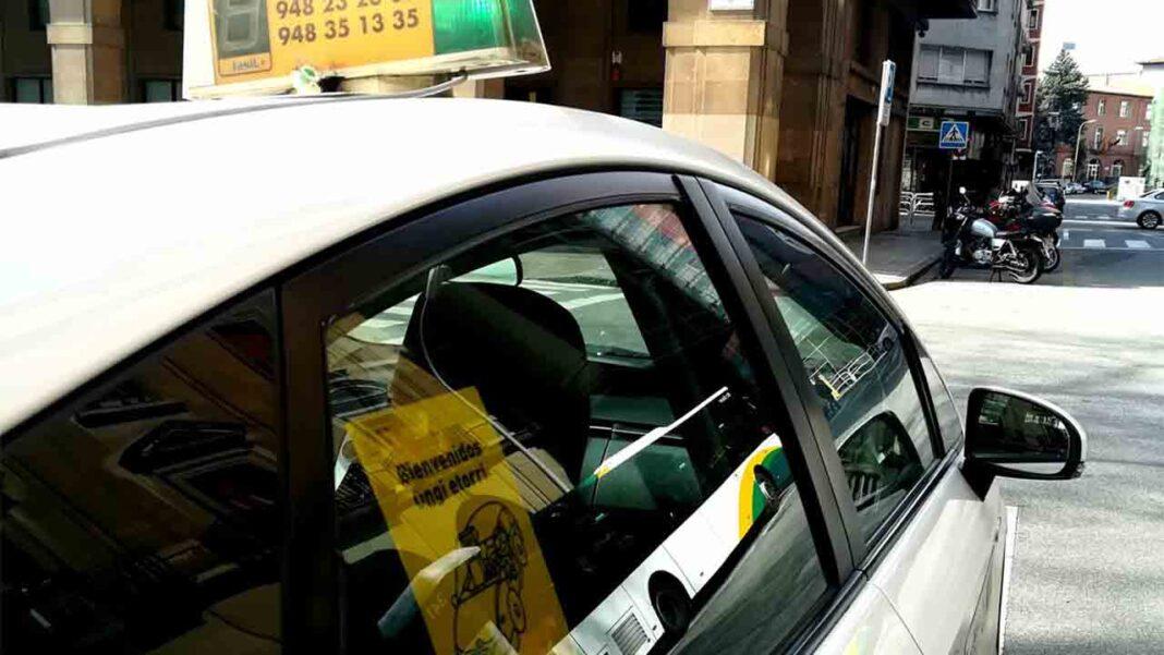 Aprobada la continuidad del taxi a demanda en Navarra al aeropuerto