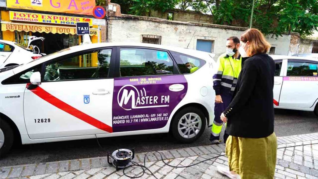Campaña del Ayuntamiento de Móstoles para desinfección de los taxis