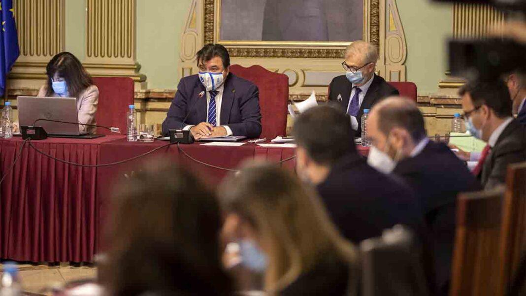 El Ayuntamiento de Huelva aprueba medidas contra la precaria situación del taxi