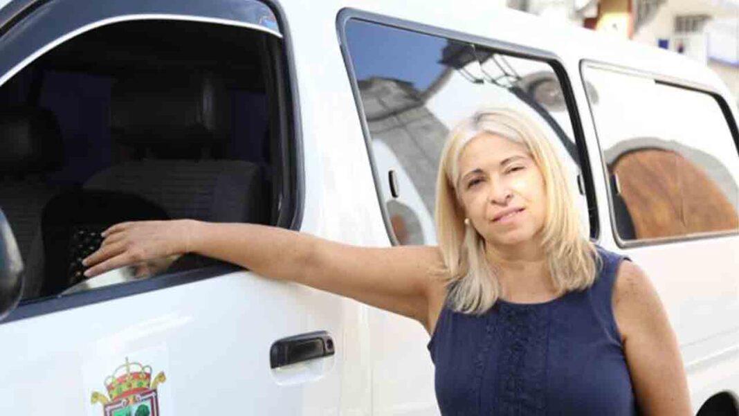 La primera mujer taxista de Valleseco, en Las Palmas