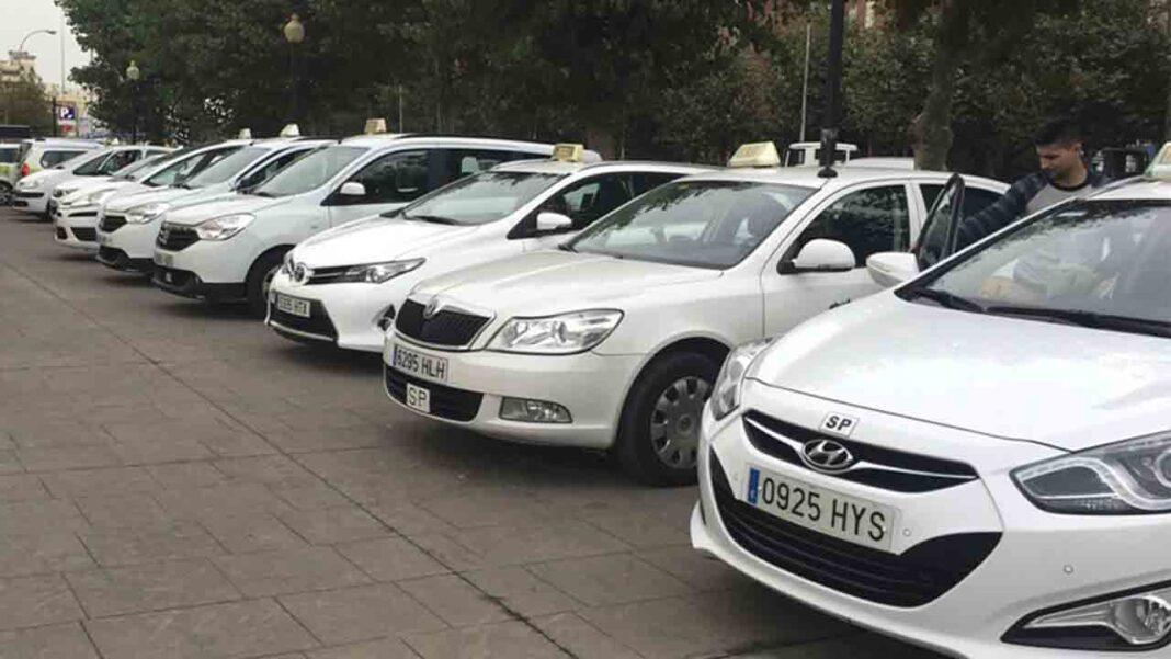 Los VTC roban 30 servicios diarios a los taxistas de La Línea de la Concepción