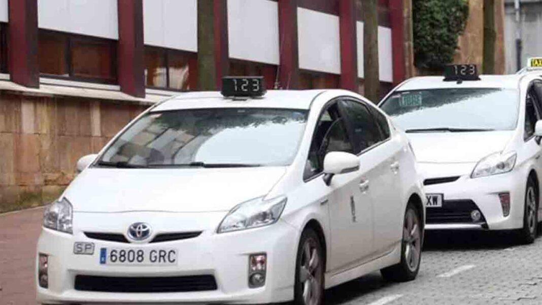 Los taxistas de Oviedo buscan soluciones ante la caída de la producción