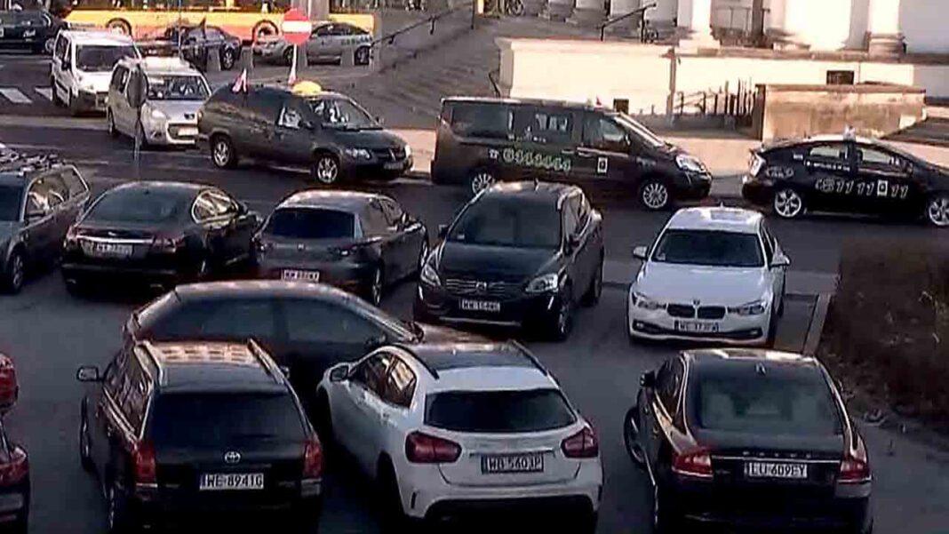 Polonia obliga a Uber y Bolt a sacar licencia y marcar los vehículos