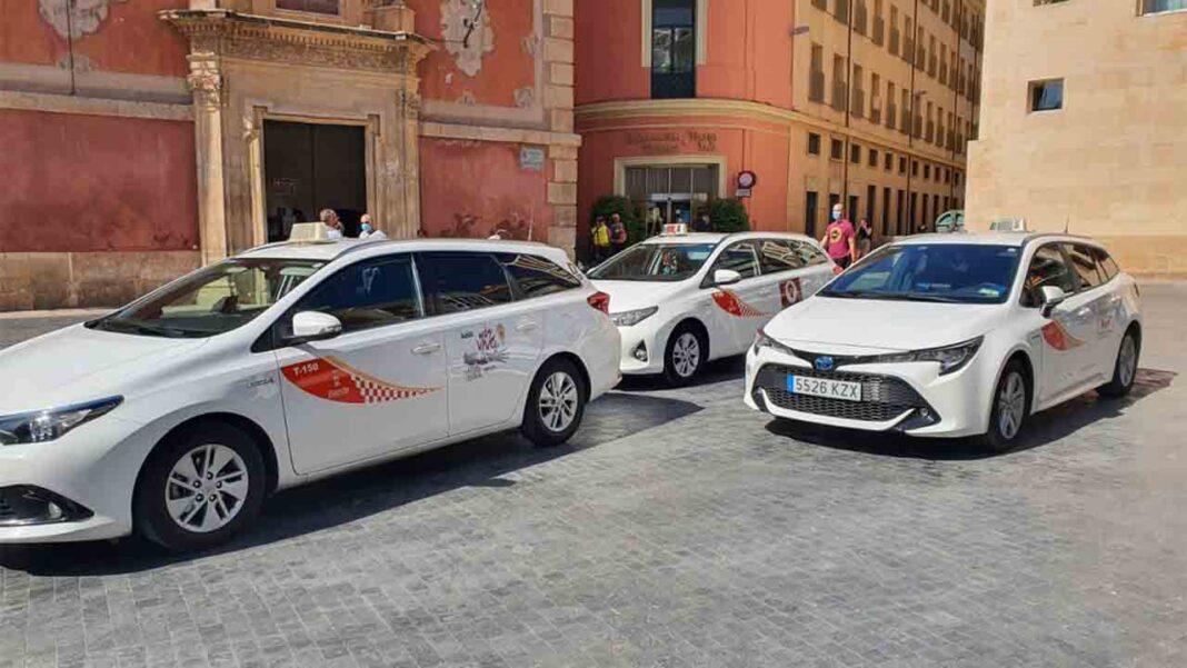 Radio Taxi Murcia activará un WhatsApp para poder pedir un taxi