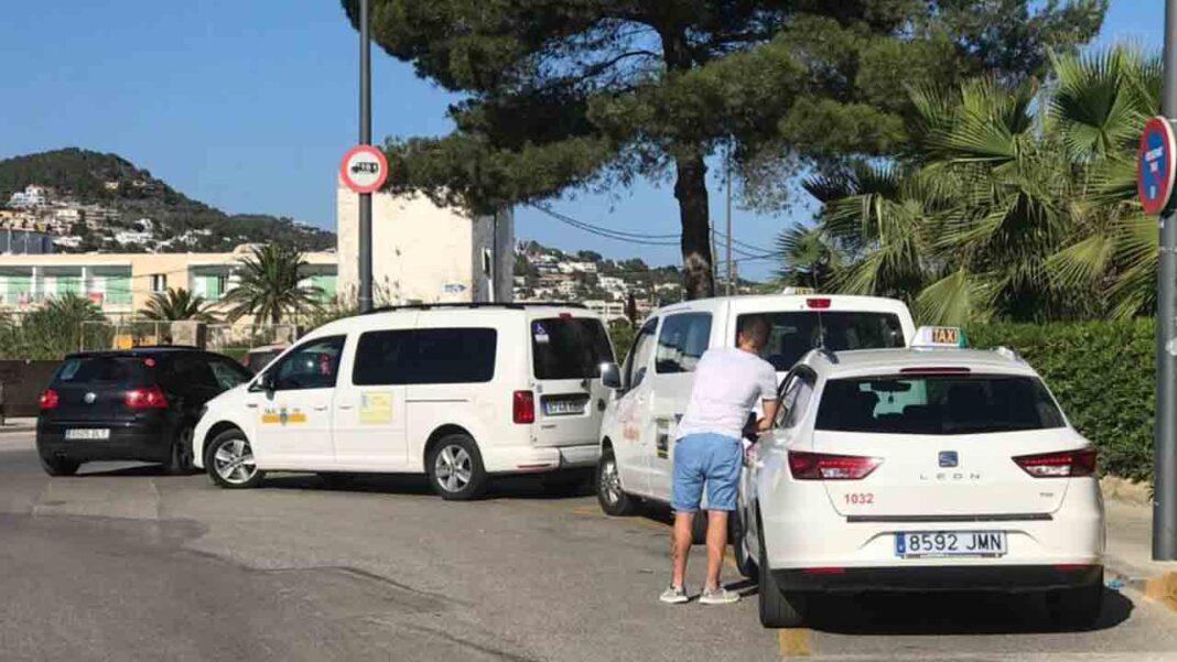 Taxistas de Vila (Ibiza) recurren la creación de 12 licencias de taxi