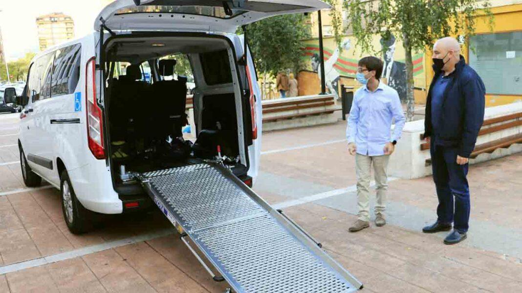 Torrelavega incorpora un nuevo servicio de taxi adaptado