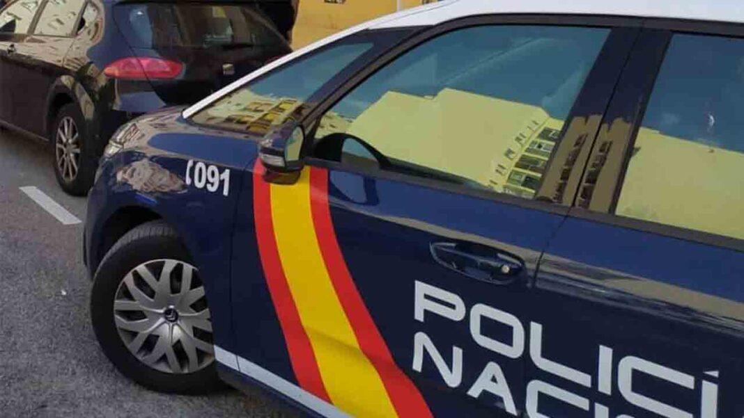 Un repartidor amenaza a un taxista de Gijón con una barra de hierro tras una discusión