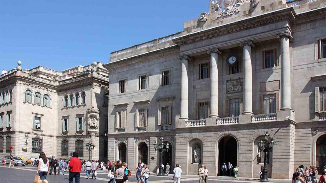 Ada Colau pide a la Generalitat ayudas para el taxi de Barcelona