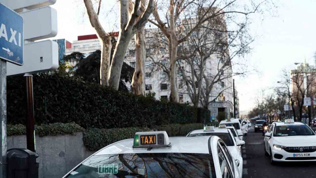 El taxi a demanda de la Sierra Norte de Madrid comenzará a funcionar a finales de año