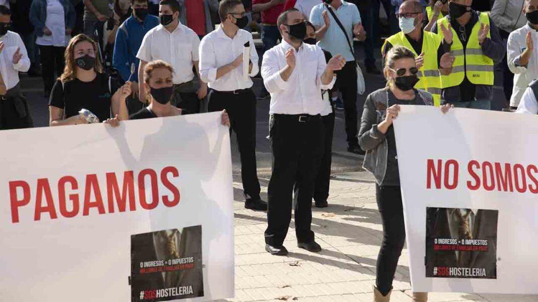 Los taxistas de Cartagena se unen a las protestas contra el cierre de la hostelería