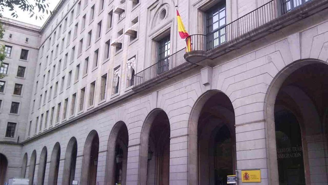 El taxi de Barcelona viaja a Madrid para exigir ayudas al sector