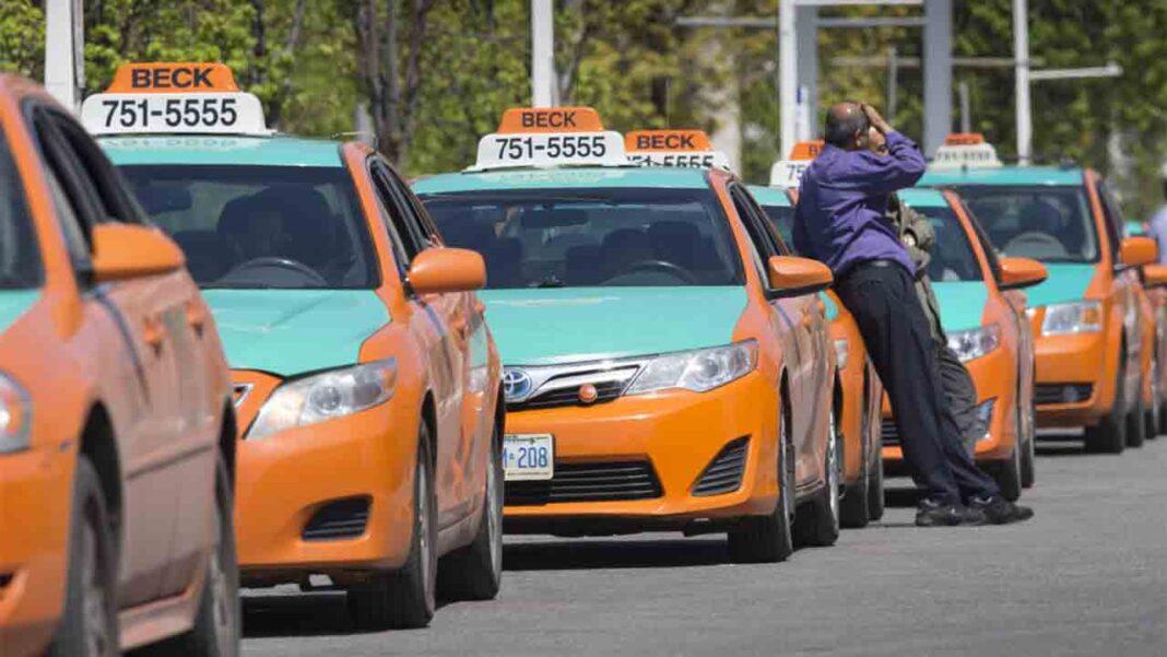El sector del taxi de Toronto pide que se cancelen los pagos anuales de licencia
