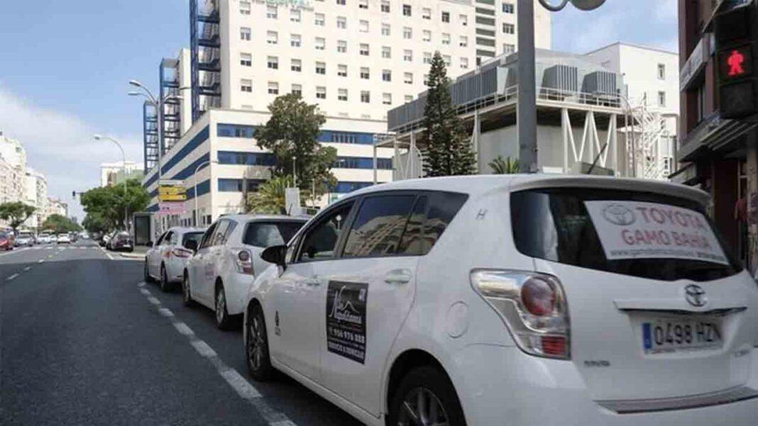 El taxi de Cádiz reduce la flota debido a la falta de demanda