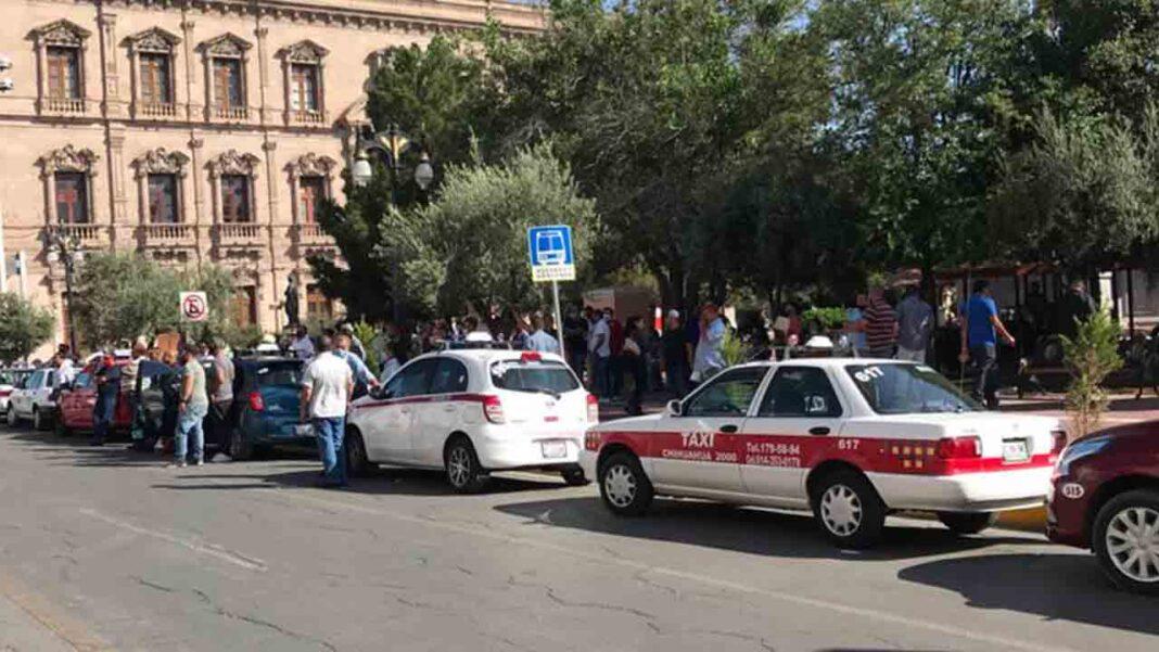 Los taxistas de Chihuahua en contra de la implementación de Uber al taxi