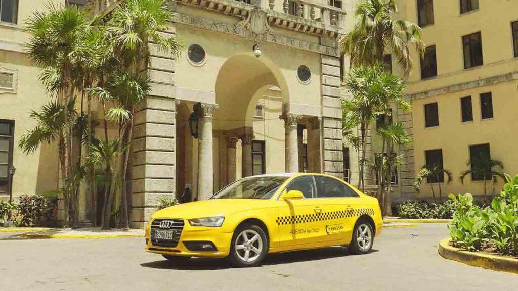 Taxis-Cuba recibe la bandera de 'Proeza laboral' por su gestión de la pandemia
