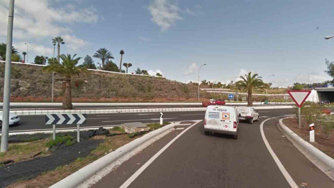 La Policía busca a un conductor que embistió a un taxista de Telde
