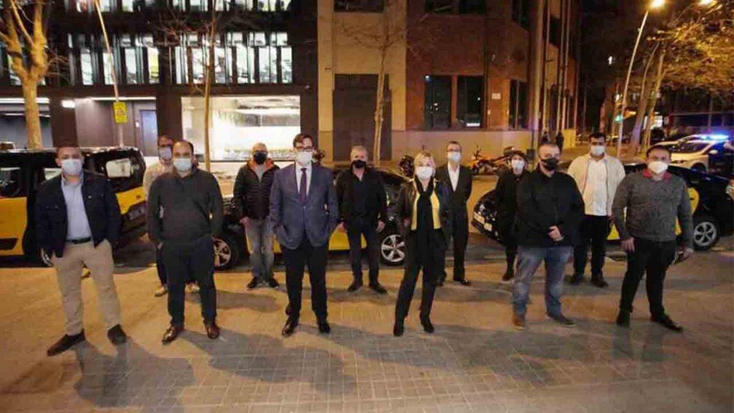 El candidato del PSC, Salvador Illa, se reúne con la mayoría del taxi barcelonés