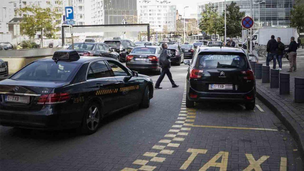 Los taxistas belgas exigen una app pública para resolver el problema de Uber