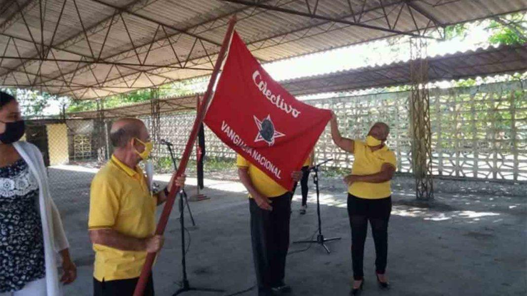Cuba Taxi, de Villa Clara, recibe la Bandera de Vanguardia Nacional