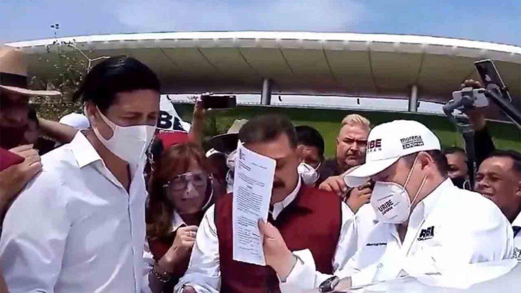 Varios políticos firman un documento para suspender a Uber en Guadalajara
