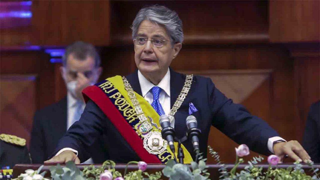Con solo 11 días en el poder, Guillermo Lasso ya está atentando contra el taxi de Ecuador