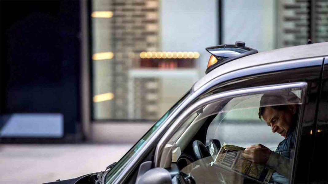 Uber monta sus propias paradas en Londres y 'TfL se hacen los tontos'