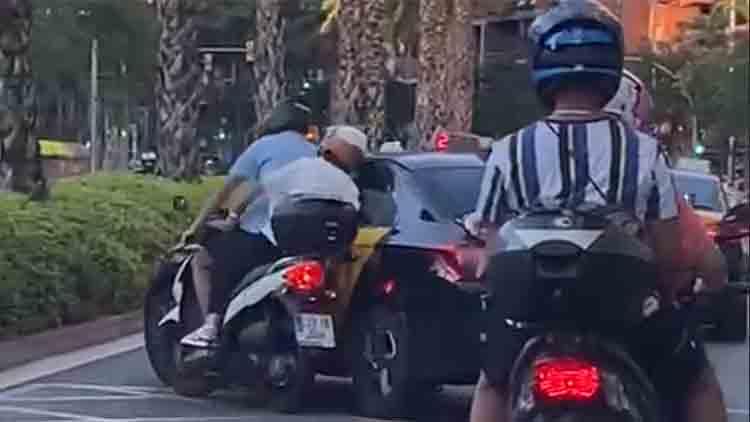 El IMET abre expediente informativo al taxista que derribó una moto en Barcelona