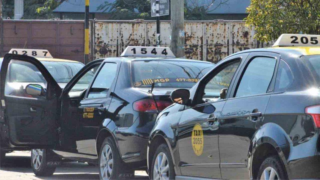 Los taxistas de Mar de Plata no bajan la guardia contra Uber