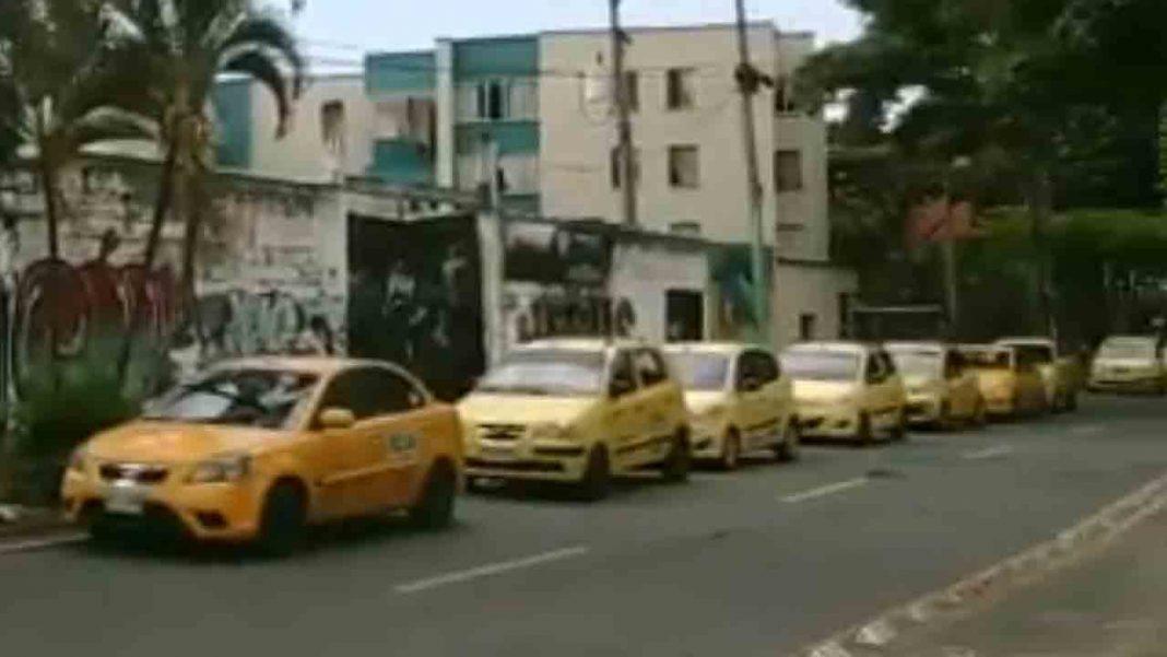 Concentraci贸n de los taxistas de Cali ante la sede de TaxExpress