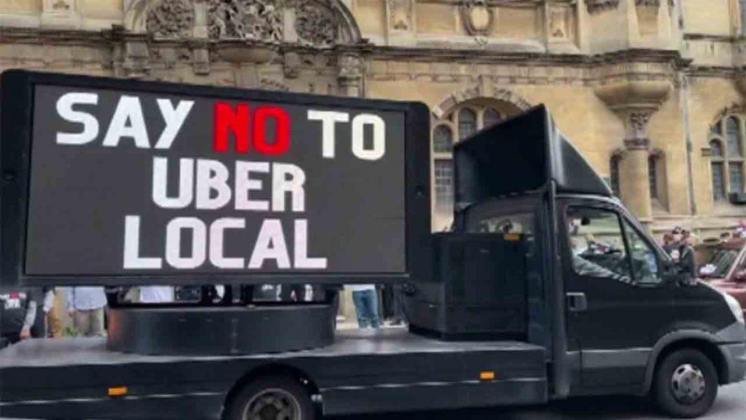 Taxistas de Oxford protestan por la llegada de Uber a la ciudad