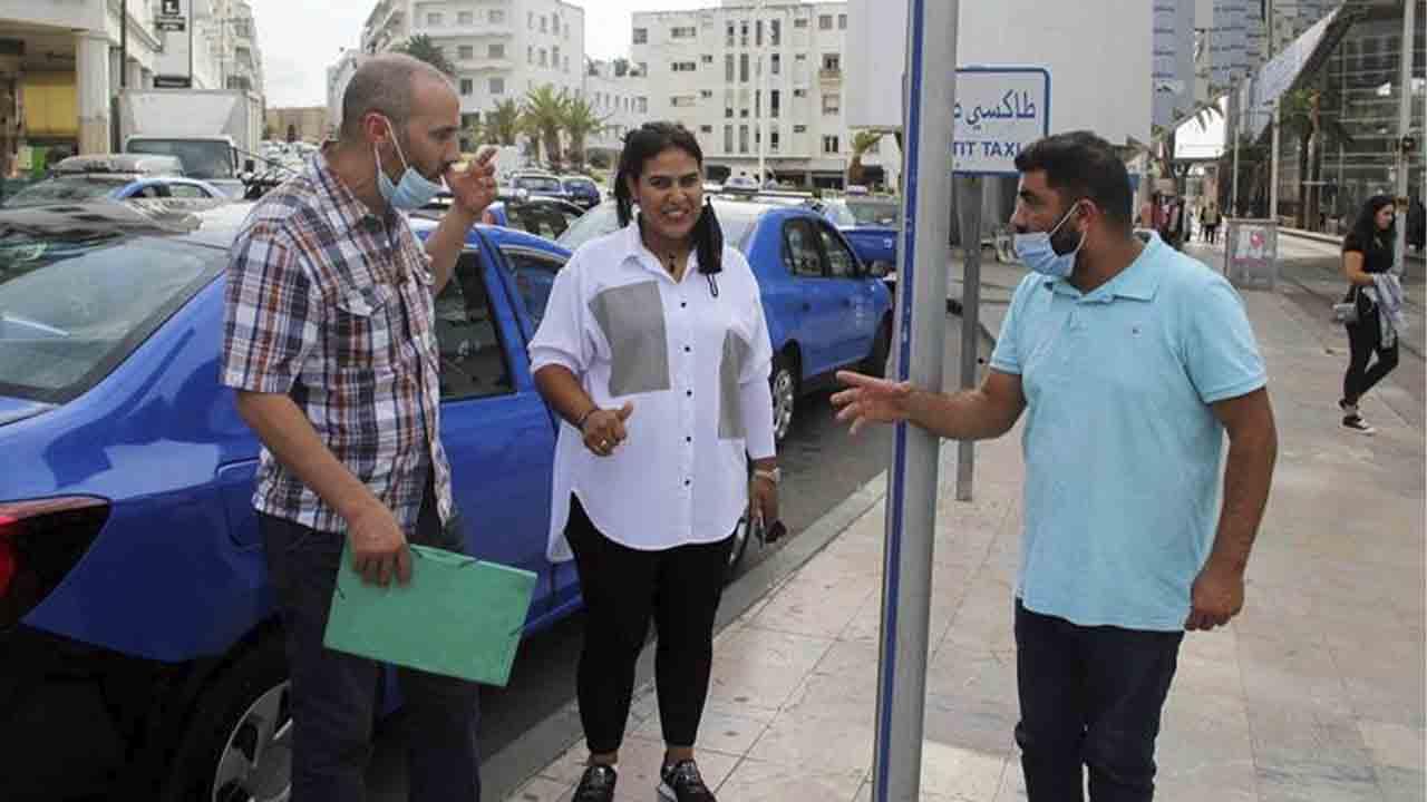 La única mujer taxista de Rabat rompe los estereotipos