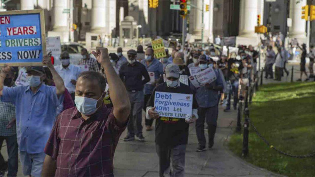 Las políticas de Nueva York dejan a los taxistas ahogados en las deudas