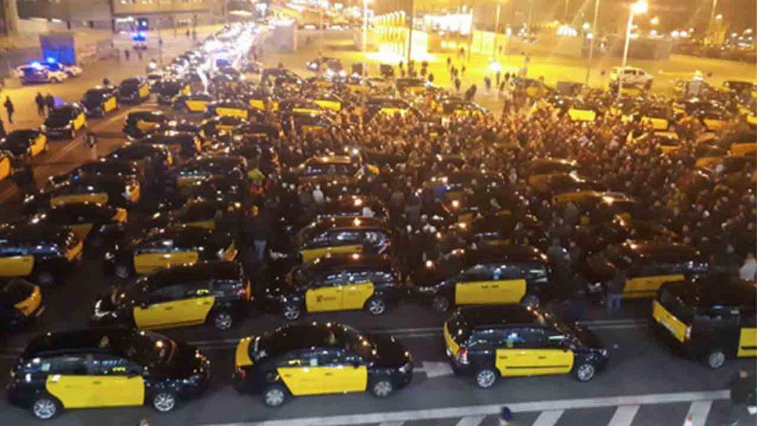 Manifestación de los taxistas en Barcelona contra la alianza Uber-Free Now