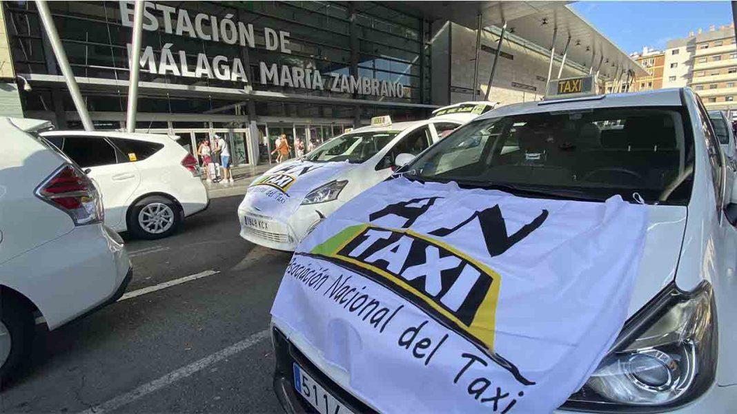 Miles de taxistas se manifiestan en Málaga contra la intrusión de los VTC
