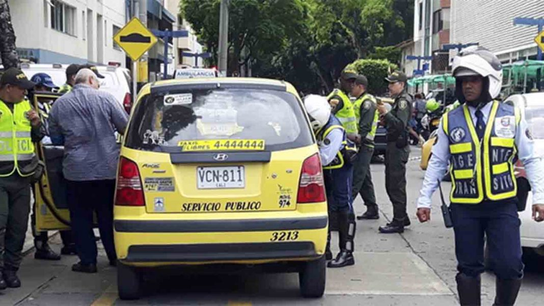 Colaboración entre la policía de Cali y los taxistas contra los delincuentes
